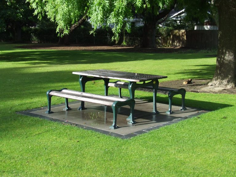Windsor Urban street furniture picnic bench